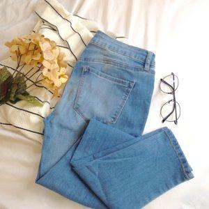 Light/medium wash Jeans